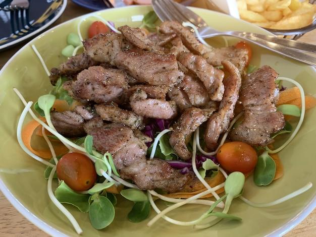 Les aliments cétogènes qui contiennent moins de glucides et sans sucre, mais très gras. Photo Premium