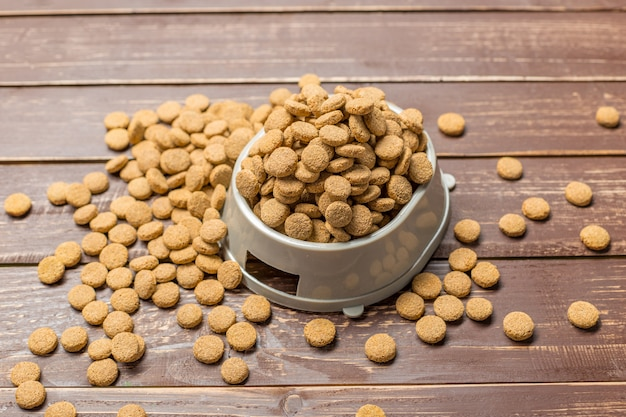 Aliments secs pour chiens ou chats. Photo Premium