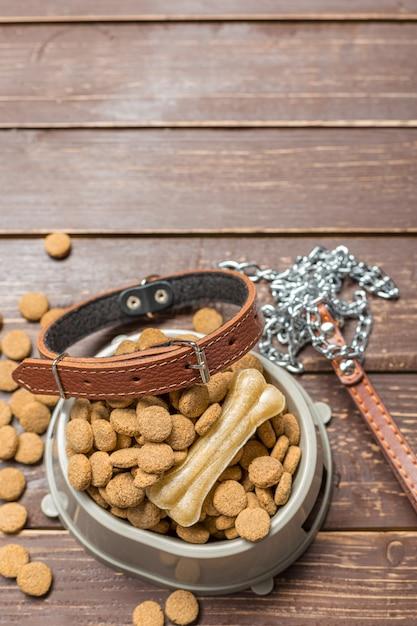 Aliments secs pour chiens ou chats. Photo Premium