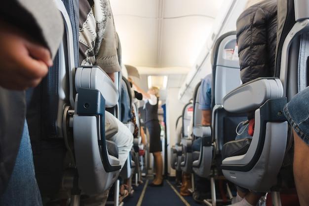 Allée de cabine en avion Photo Premium
