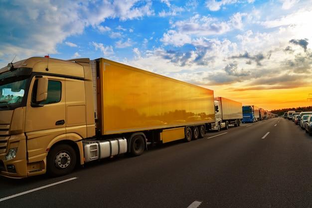 Allemagne, embouteillage dans un accident de la route Photo Premium