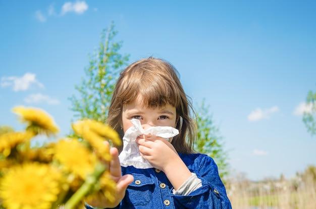 Allergie saisonnière chez un enfant Photo Premium