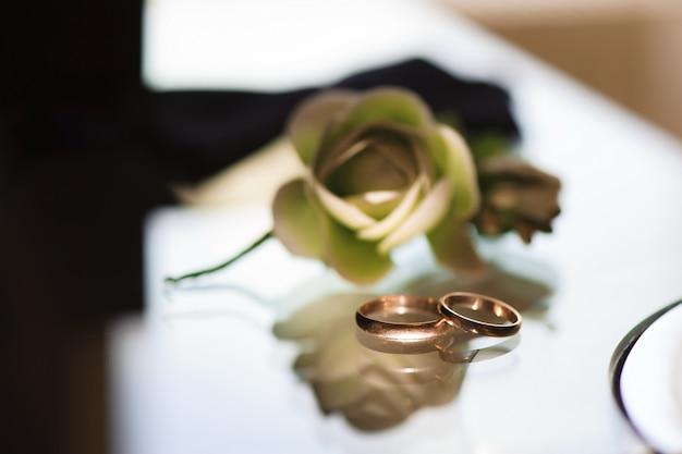 Les alliances comme symbole d'amour et de bonheur Photo Premium