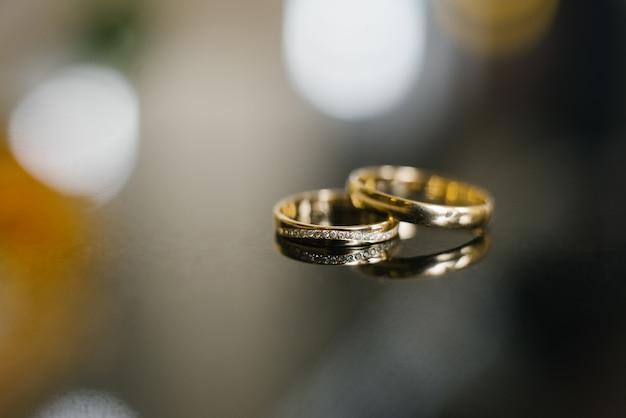 Alliances en or au mariage Photo Premium
