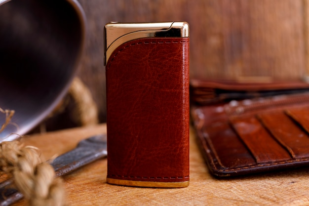 Allume-cigarette sur un bois Photo Premium