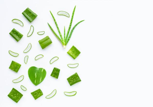 L'aloe vera est une plante médicinale populaire pour la santé et la beauté Photo Premium
