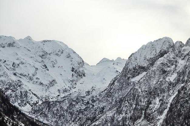 Alpes italiennes montagnes couvertes de neige Photo Premium