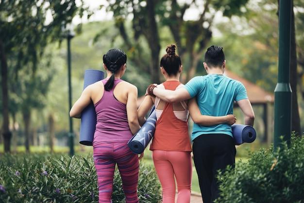 Les amateurs de yoga Photo gratuit