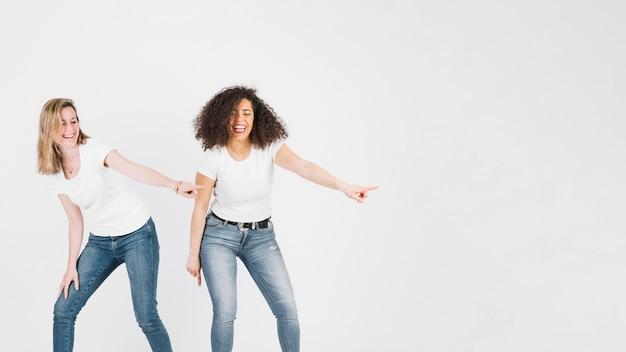 Amis dansant disco dance Photo gratuit