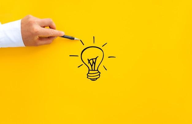 Ampoule Et Blocs En Bois Avec Des Liens De Base D'innovation. Photo Premium