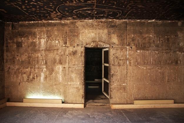 Ancien temple hathor à dendera, egypte Photo Premium