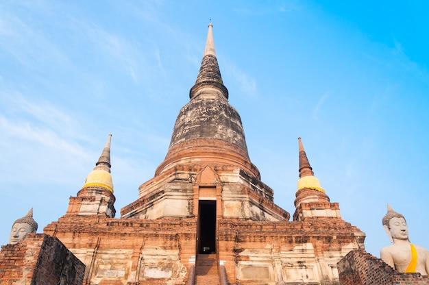 Ancien Temple De La Thaïlande, Temple Wat Yai Chai Mongkol à Ayutthaya, Site Historique, Thaïlande Photo Premium