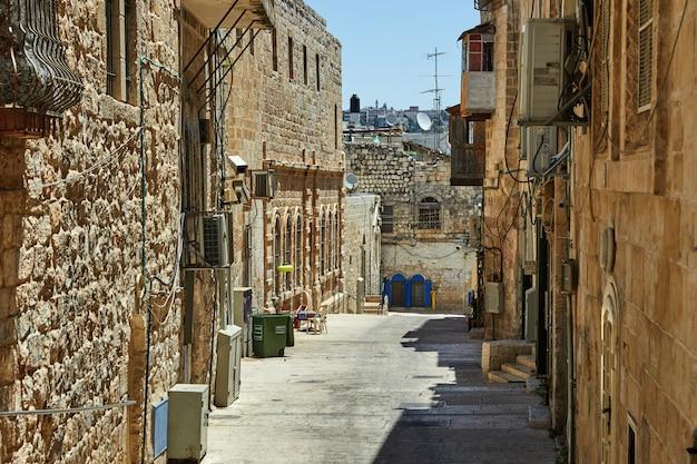 Ancienne allée du quartier juif de jérusalem. israël. photo en couleur ancienne Photo Premium