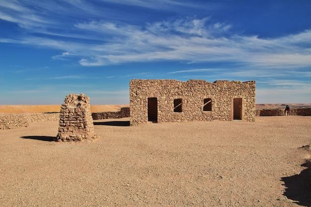 L'ancienne Forteresse Dans Le Désert Du Sahara, En Algérie Photo Premium
