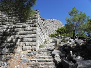 Anciens murs et les escaliers Photo gratuit