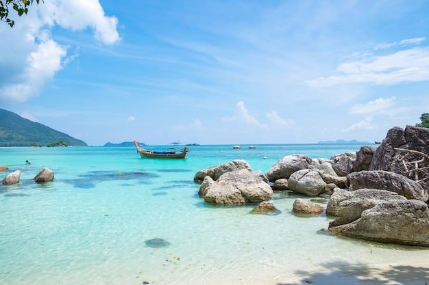 Andaman cristal plage de sable blanc Photo Premium