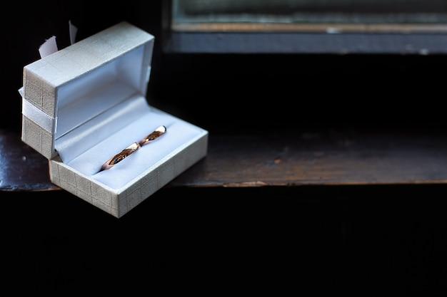 Anneaux de mariage dans une boîte Photo Premium