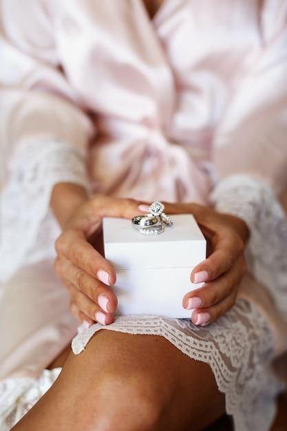 grande vente de liquidation gamme exclusive fournisseur officiel Les anneaux de mariage en or blanc et les diamants se ...
