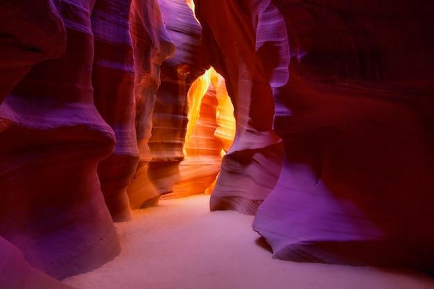 Antelope canyon, arizona, sur les terres navajos près de page Photo Premium