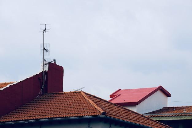 Antenne de télévision sur le toit Photo Premium