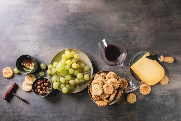 Apéritif fromages et raisins Photo Premium