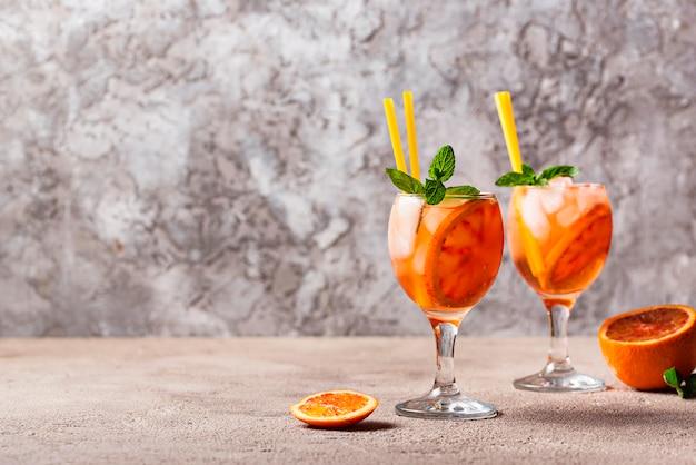 Aperol spritz, cocktail italien à l'orange Photo Premium