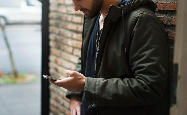 Appareil numérique reliant les personnes entre elles Photo Premium