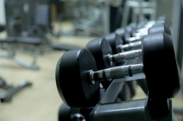 Appareils de fitness dans la salle de fitness Photo Premium