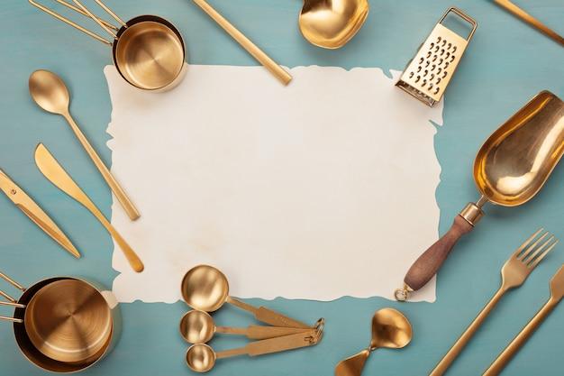 Appartement Poser Avec Les Ustensiles De Cuisine Et Espace De Copie Vierge. Livres De Recettes De Cuisine, Blogs De Cuisine, Concept De Cours Photo Premium