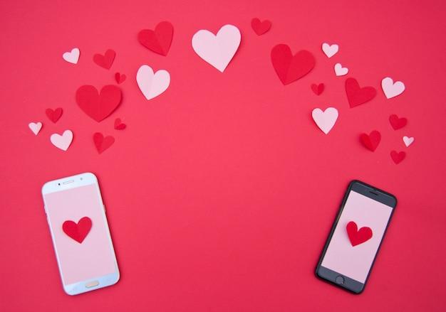 L'appel Des Amoureux Avec Des Coeurs - St. Valentine Concept Photo gratuit