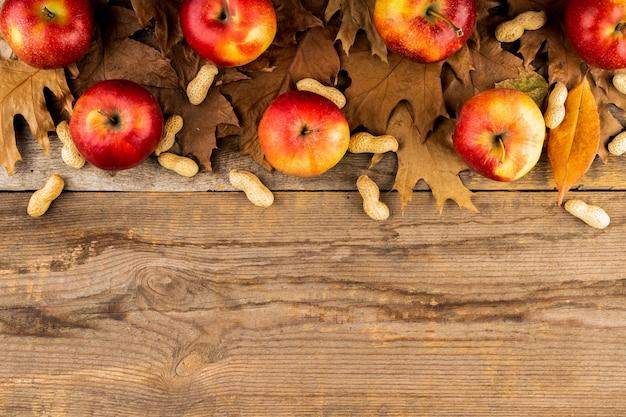 Apple et feuilles automne composition espace de copie Photo gratuit