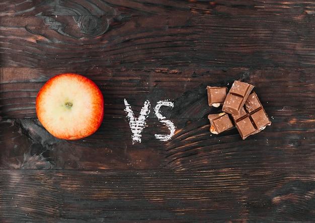 Apple vs chocolat Photo gratuit
