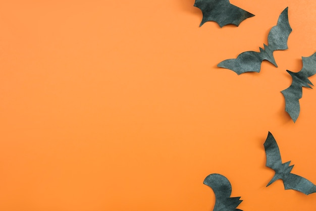 Application d'halloween en noir et orange avec des chauves-souris Photo gratuit