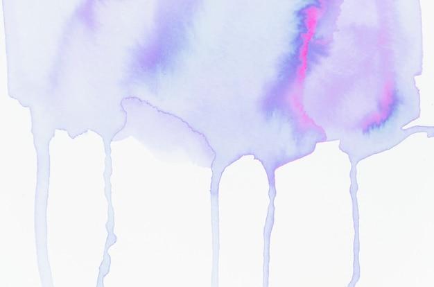 Aquarelle dégoulinant sur fond de papier blanc Photo gratuit