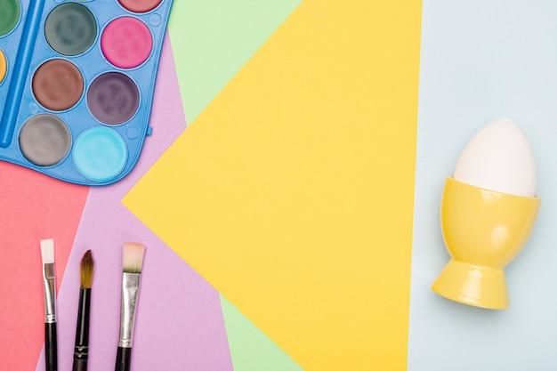 Aquarelle Avec Pinceaux Pour Peindre Des œufs Photo gratuit