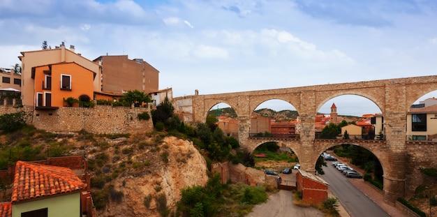 Aqueduc De Los Arcos En été. Teruel Photo gratuit