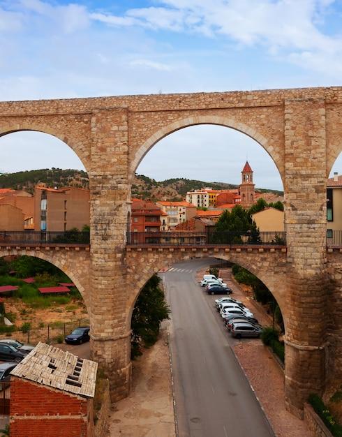 L'aqueduc De Los Arcos En été Photo gratuit
