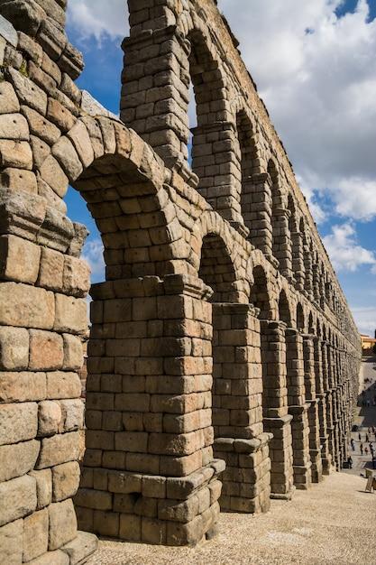 Aqueduc Romain En Pierre à Ségovie, Espagne. Photo Premium