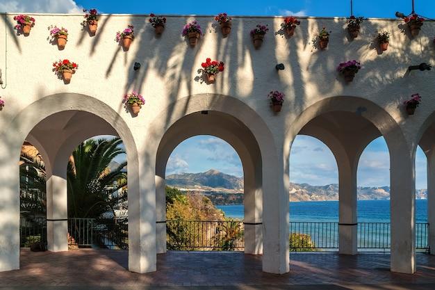 Arches En Belvédère à Nerja Photo Premium