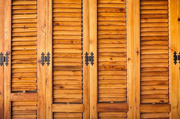 Armoire En Bois Avec Charnières Photo gratuit