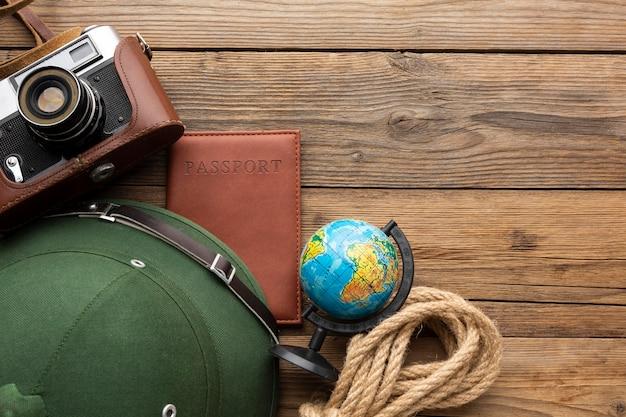 Arrangement Des Articles De Voyage Ci-dessus Photo Premium