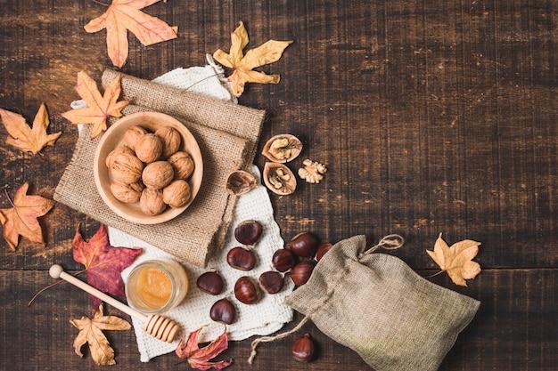 Arrangement d'automne vue de dessus avec espace de copie Photo gratuit