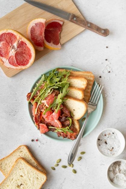 Arrangement De Délicieux Petit Déjeuner Photo Premium