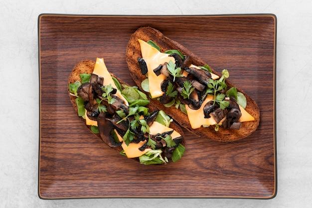 Arrangement De Délicieux Sandwichs Sur Planche De Bois Photo gratuit