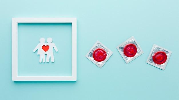Arrangement Du Concept De Contraception Avec Couple De Papier Dans Le Cadre Photo gratuit