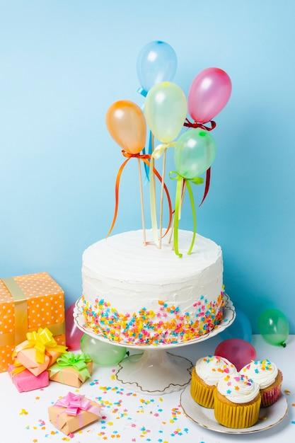 Arrangement du concept de fête d'anniversaire Photo gratuit