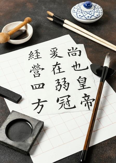 Arrangement D'éléments D'encre Chinoise à Angle élevé Photo gratuit