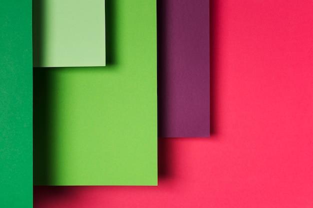 Arrangement De Feuilles De Papier Colorées Photo gratuit