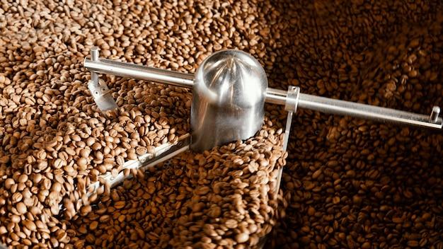Arrangement De Grains De Café Avec Machine Photo gratuit