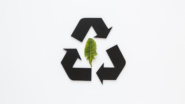Arrangement De La Journée Mondiale De L'environnement Avec Signe De Recyclage Photo gratuit